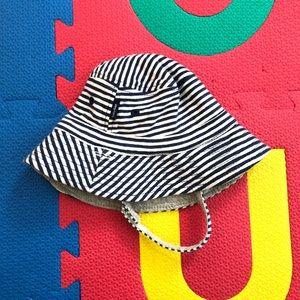 🧸 Gap reversible baby bucket hat 0-3 months